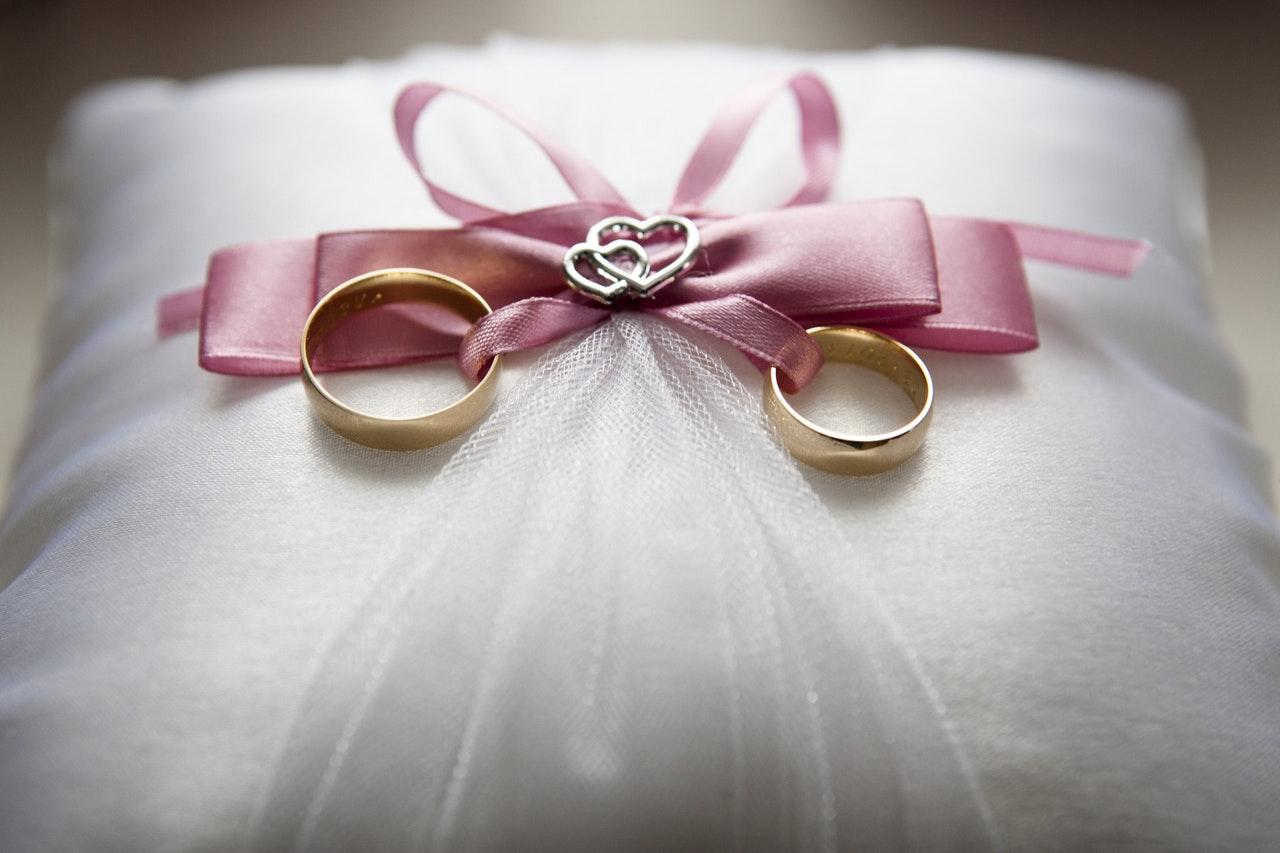 在Diamania Jewellery選購婚戒要注意材質的區別